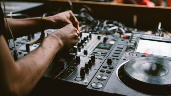 Música Eletrônica michael-benz-SP6vKjbUic0-unsplash